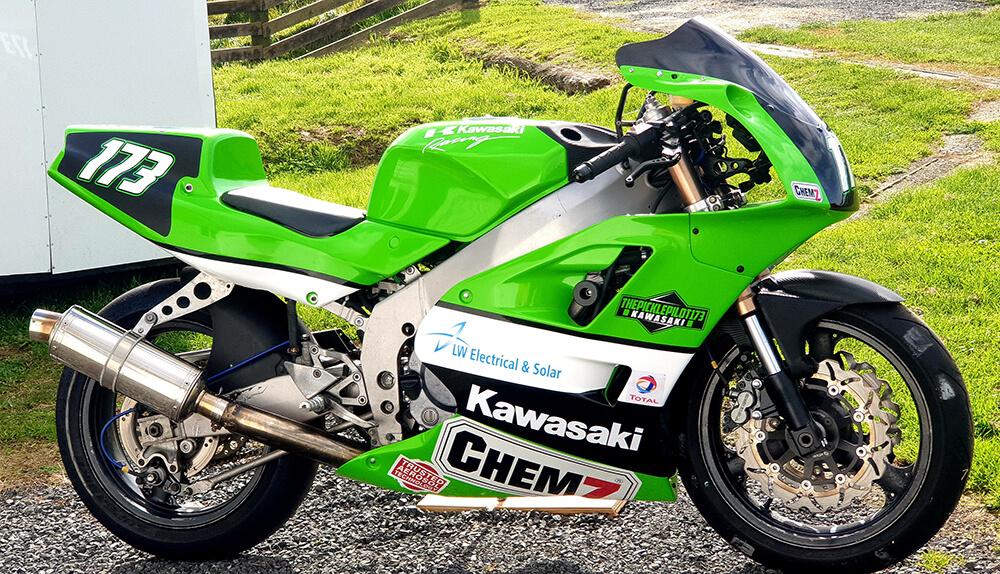 1995 Kawasaki ZXR400 painted in DeBeer Basecoat Kawasaki 189 Lime Green 2C - Blair Mason (Chemz)